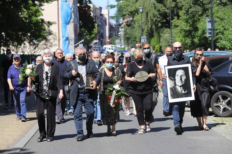 Przejmujący pogrzeb Michała Giercuszkiewicza w Katowicach. Organy Józefa Skrzeka w kościele, harmonijka bluesowa pod katedrą