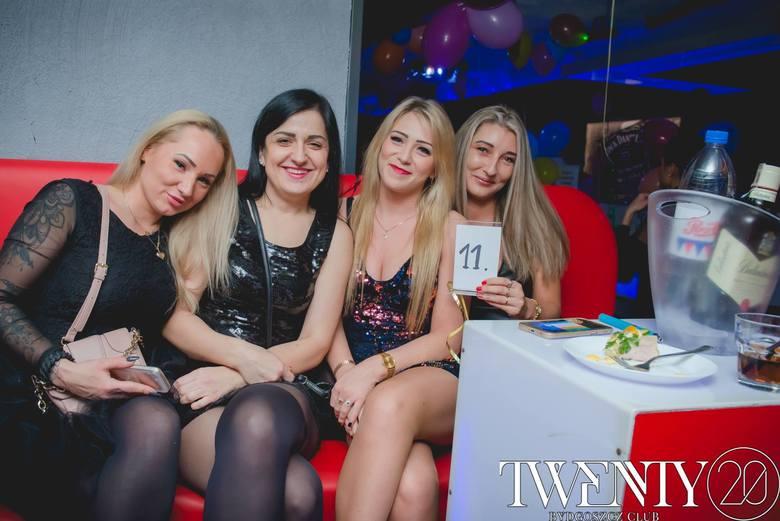 Impreza sylwestrowa w klubie Twenty na Starym Rynku była bardzo udana. Bydgoszczanie bawili się do białego rana przy znakomitej muzyce. Zobaczcie zd