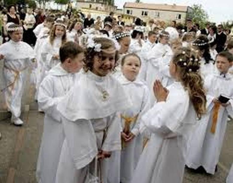 MĄDRE życzenia na komunię dla dziewczynki i chłopca. Piękne życzenia komunijne 2021. I Komunia Święta - wiersze, życzenia