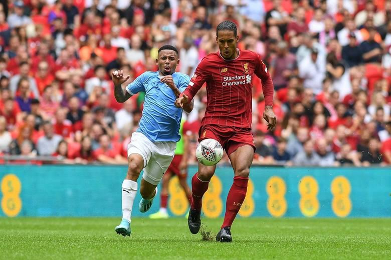 Wielu fanów czekało na ten moment. Po kilkumiesięcznej przerwie wraca Premier League. Emocjonująca batalia z poprzedniego sezonu pomiędzy Manchesterem