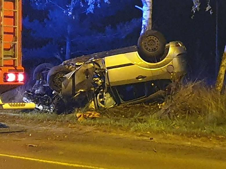 Do śmiertelnego wypadku doszło w niedzielę, 17 listopada, po północy na Szosie Kisielińskiej. Ford focus uderzył w forda mondeo.Kierujący fordem mondeo