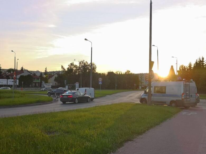 Toruń. Potrącenie rowerzystki na rondzie Czadcy