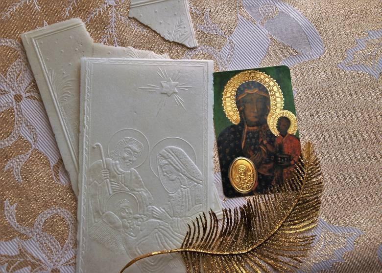 Dzielenie opłatkiemDzielenie się opłatkiem jest bardzo ważnym elementem Świąt Bożego Narodzenia. Ono właśnie symbolizuje pojednanie, o którym powinniśmy