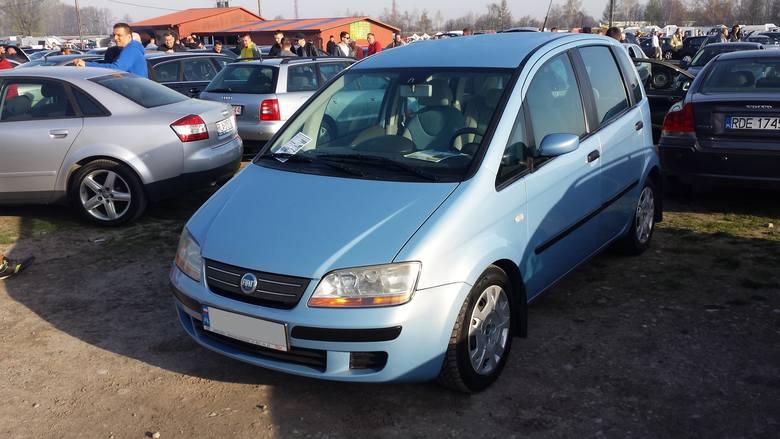 9. Fiat Idea. Silnik 1,4 benzyna, rok produkcji 2005, cena 10600 zł.