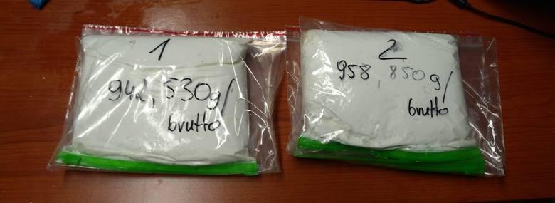 Ponad 2 kilogramy narkotyków w postaci amfetaminy i marihuany zabezpieczyli sławieńscy kryminalni w mieszkaniu zajmowanym przez 28–latka. Zarzut za posiadanie