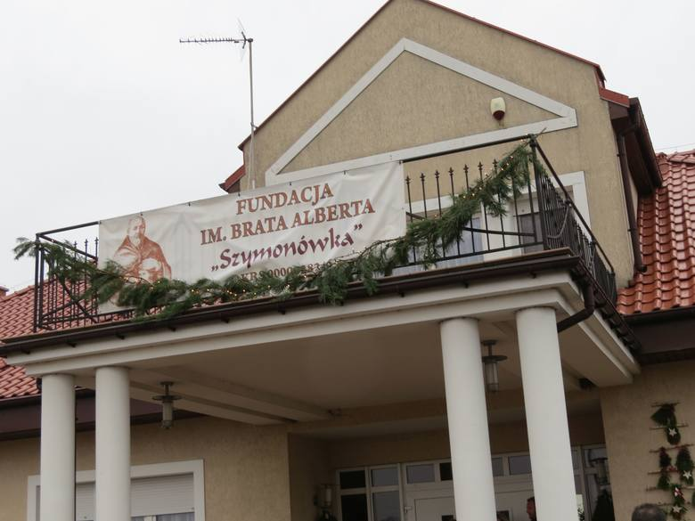 """Od uroczystej mszy w kościele p.w. św. Jadwigi Śląskiej rozpoczęto uroczystość oficjalnego otwarcia Środowiskowego Domu Samopomocy """"Szymonówka"""""""