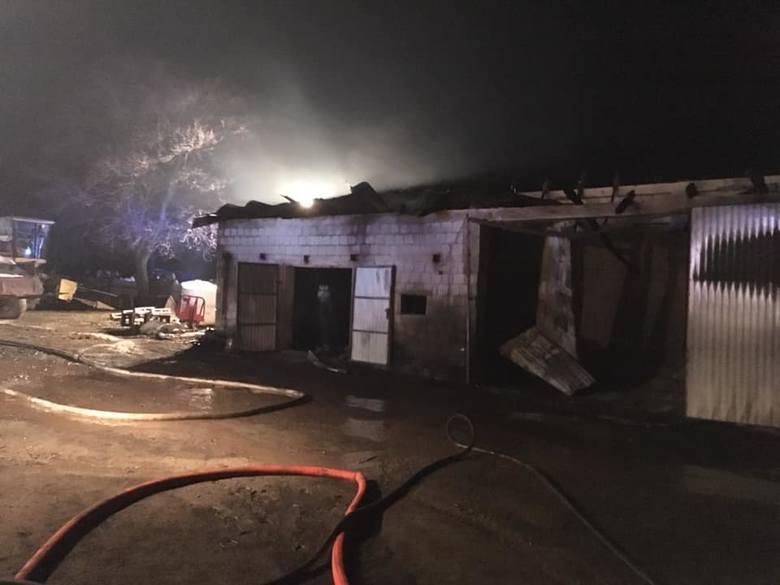 Szlasy-Mieszki. Wielki pożar gasiło blisko 20 zastępów straży. Pogorzelcy potrzebują pomocy