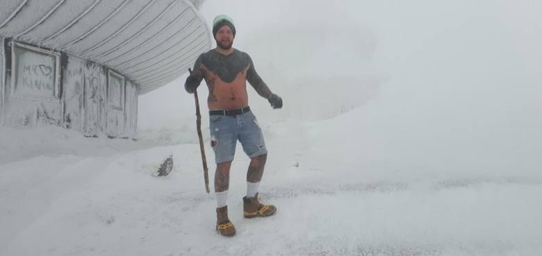 Bartłomiej Wiśniewski z Augustowa na Śnieżkę wszedł w samych szortach