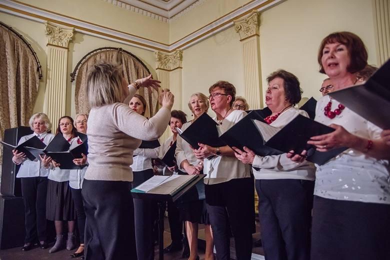 Wieliczka. Wspólnie kolędowali z chórem Towarzystwa Śpiewaczego Lutnia w Centrum Kultury i Turystyki [ZDJĘCIA]