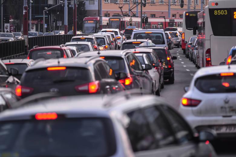 Policjanci będą nadzorować główne ciągi komunikacyjne, drogi wjazdowe i wyjazdowe do miejscowości turystycznych.
