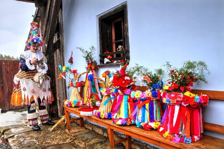 Tu Turcy skaczą na szczęście. Tak hucznie i pięknie zapusty świętuje się już tylko w czeskim regionie Hlinecko [ZDJĘCIA]