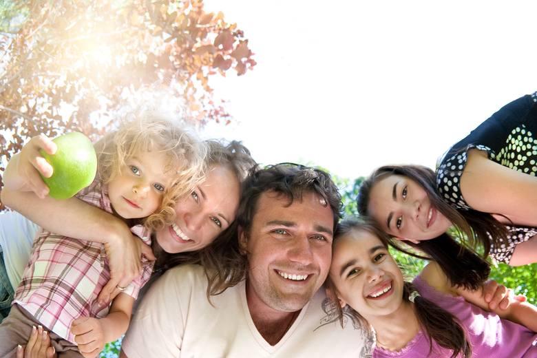 1 stycznia 2019 roku weszły w życie zmiany w Karcie Dużej Rodziny, na których skorzysta więcej rodzin wielodzietnych. Ze zniżek mogą skorzystać teraz