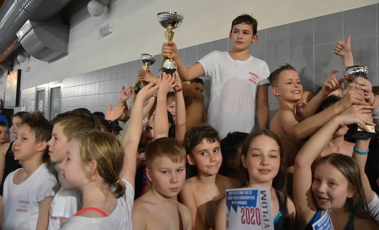 Blisko 150 uczniów wystartowało w środę w Mistrzostwach Szkół Podstawowych w pływaniu klas III-IV. Zawody odbyły się na pływalni Foka na osiedlu Barwinek