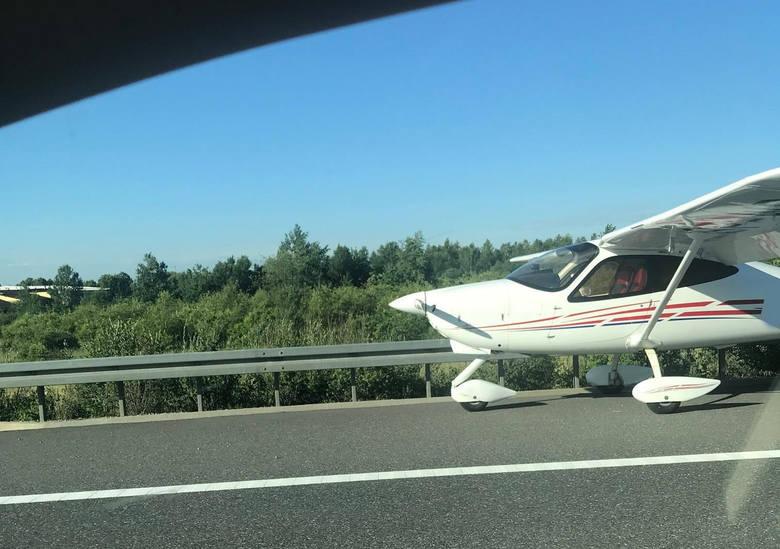 Do zdarzenia doszło tuż po godz 7 rano na pasie autostrady A4, w Trzebownisku pomiędzy węzłami Rzeszów Północ a Rzeszów Wschód. W tej chwili jeden pas
