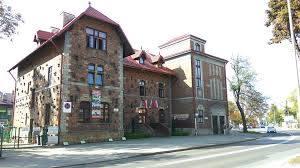 W rym budynku mieściło się gimnazjum, do którego uczęszczała Stefania Łącka