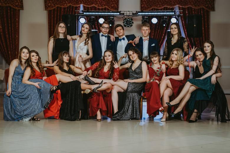 Uczniowie Zespołu Szkół Licealno-Technicznych 1 w Kluczborku bawili się na balu maturalnym 1 lutego w restauracji Werona w Praszce.
