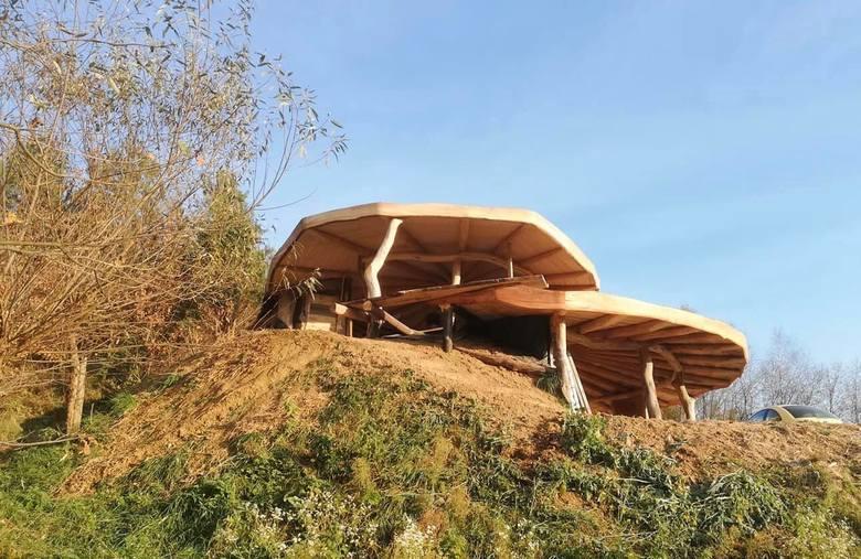 Gandalfówa powstaje w Babicach niedaleko Przemyśla. Budowa zaawansowana jest w ok. 30 proc. Dom będzie gotowy za ok. dwa lata.