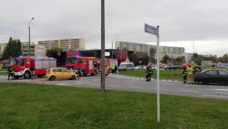 Na najsłynniejszym skrzyżowaniu w Inowrocławiu doszło do kolejnej kolizji. Zderzyły się dwa samochody osobowe. Ruch w rejonie ulic Wojska Polskiego,