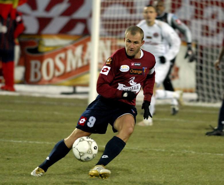 Rafał Grzelak (przy piłce) wyjaśnił sobie z trenerem Bohumilem Panikiem wszelkie nieporozumienia.