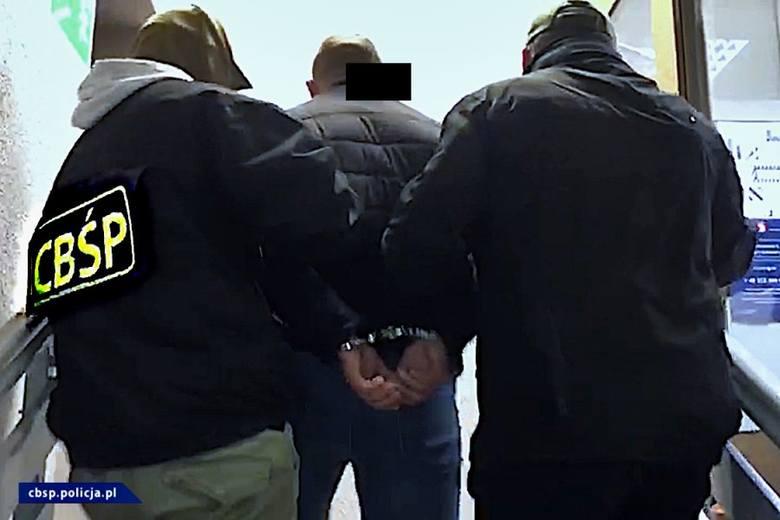 Gang sutenerów miał działać w latach 2018-2020 w Wielkopolsce i na Dolnym Śląsku. Zarobki podejrzanych, zdaniem śledczych, wyniosły 1,44 mln złotych.