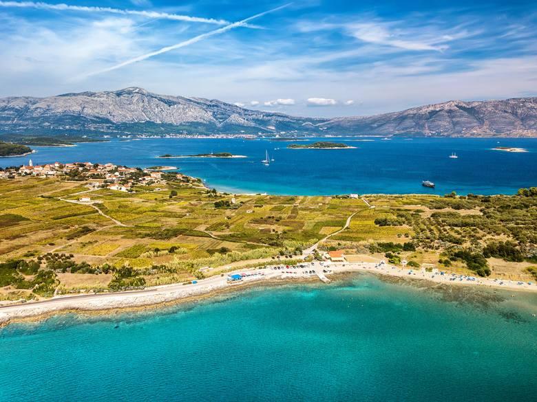 Korčula - w sezonie plaża Vela Pržina jest jednym z najchętniej odwiedzanych miejsc, nie tylko przez turystów, ale i miejscowych