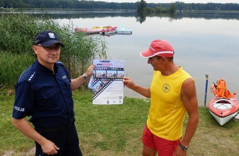 Policjanci odwiedzili między innymi zbiornik wodny Klekot – jedyne miejsce przeznaczone do kąpieli w gminie Włoszczowa.