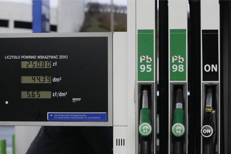 08.01.2012 gdansk stacja bezynowa tankowanie ceny paliw fot. grzegorz mehring/polskapresse
