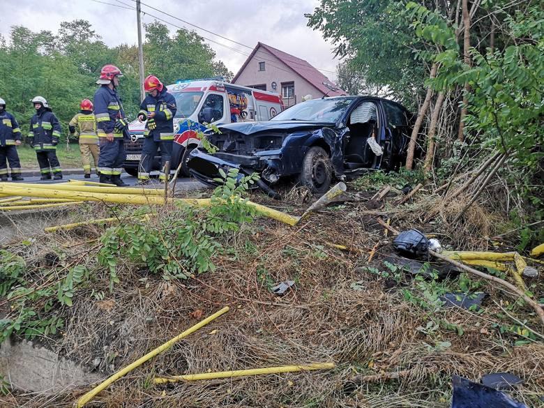 O tym wypadku poinformowali nas Czytelnicy. Doszło do niego na jednym z zakrętów na drodze wojewódzkiej nr 132 w Kamieniu Małym. Samochód osobowy wypadł