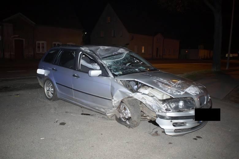 W sobotę, około godz. 19.30, na ul. Bałtyckiej w Słupsku doszło do wypadku. Kierowca BMW dachował i uderzył w drzewo. Wstępne ustalenia policji wskazują