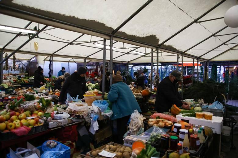 Na stałym poziomie (48 proc.) utrzymuje się liczba polskich konsumentów, którzy chętniej kupują od lokalnych sprzedawców i producentów, nawet jeśli muszą
