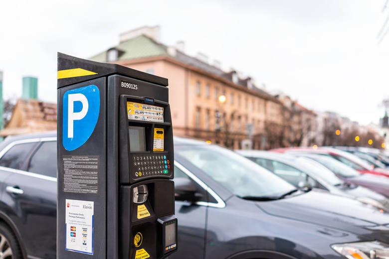 Tu zapłacisz najwięcej: 10 polskich miast z najdroższym parkowaniem. Nawet 250 zł kary za brak biletu!