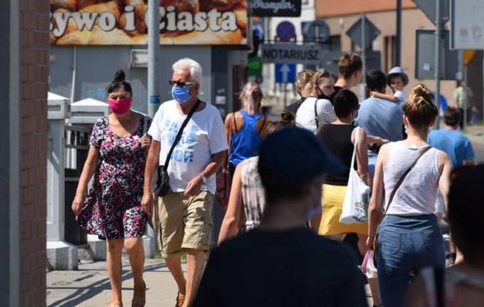 W czwartek, 20 sierpnia Ministerstwo Zdrowia podało nową listę powiatów, do których wracają niektóre obostrzenia w związku z epidemią. Wcześniej powiaty