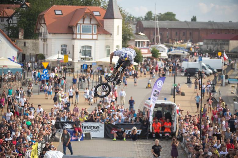 W sobotę (27 lipca) na usteckiej promenadzie i w porcie mogliśmy zobaczyć popisy mistrzów rowerowych. Było ekstremalnie i niezwykle widowiskowo! Zobacz