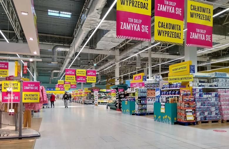 To już ostatnie tygodnie działalności najstarszego sklepu sieci Tesco w Polsce. Mowa o hipermarkecie w Alei Bielany, w którym zakupy możemy zrobić jeszcze
