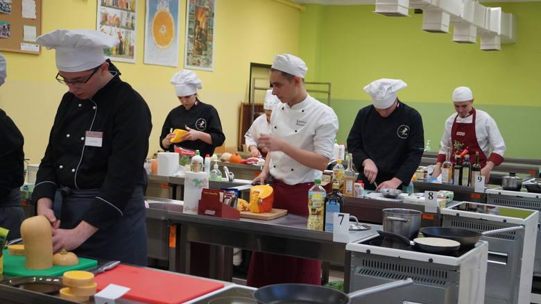 Uczniowie z Jastrzębia dzielą się przepisami na pyszne dania