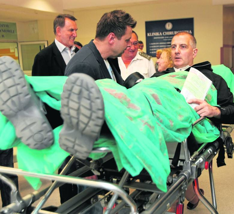 Prezydenta ze szpitala odbierali współpracownicy i rodzina, ale był też Roman Kołacz, rektor Uniwersytetu Przyrodniczego