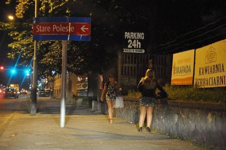 """AL. KOŚCIUSZKI przed Andrzeja StrugaKierowco, nie każda dziewczyna stojąca przy drodze jest autostopowiczką. """"Tirówki"""", """"jagodzianki"""", """"ssaki leśne"""","""