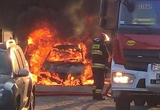 Pożar auta na osiedlu Czarkowo