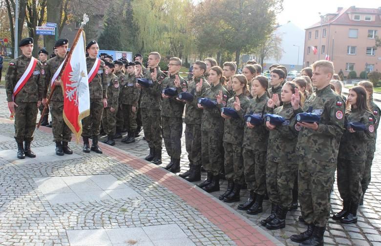 Ślubowanie uczniów klasy mundurowej ZSEiO w Oleśnie.