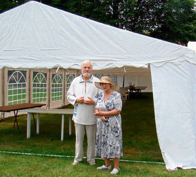 Państwo Barczykowie przygotowali dla pielgrzymów wielkie namioty