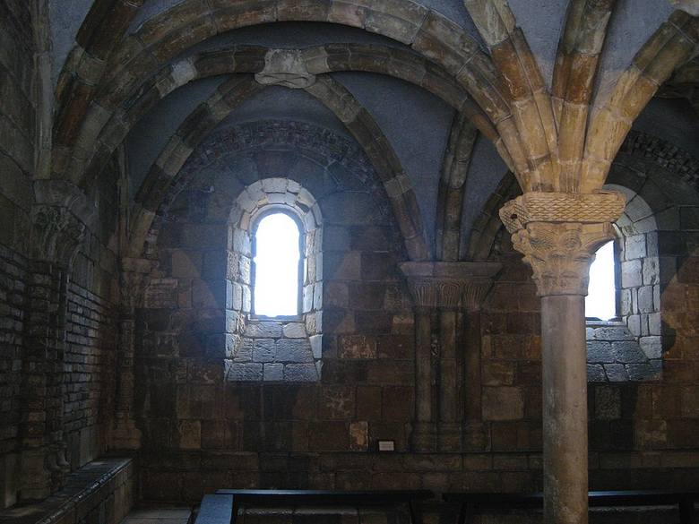 Jak głoszą legendy - niegdyś na wyspie Cite znaleźć można było pogańskie świątynie. Zostały one jednak przemianowane na kościoły chrześcijańskie po przyjęciu