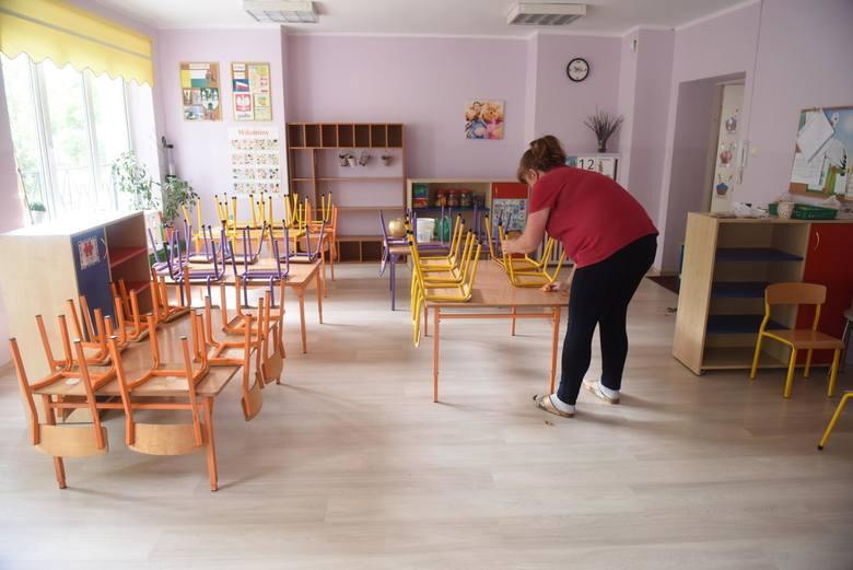 Przedszkola i żłobki szykują się na przyjęcie dzieci. Kwestia dodatkowego zasiłku opiekuńczego w maju to temat, który interesuje wielu rodziców. Ministerstwo