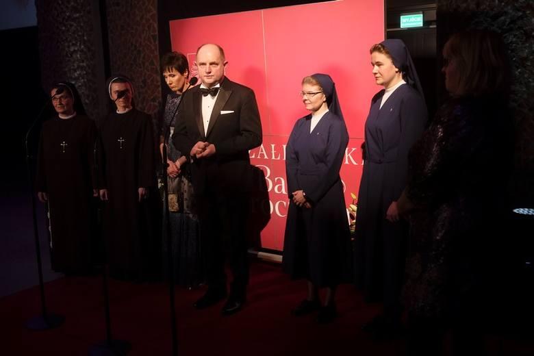 440 osób uczestniczyło w sobotę (2 lutego) w IX Marszałkowskim Balu Dobroczynnym, który zorganizowano na Jordankach w Toruniu.Dochód z tegorocznej imprezy