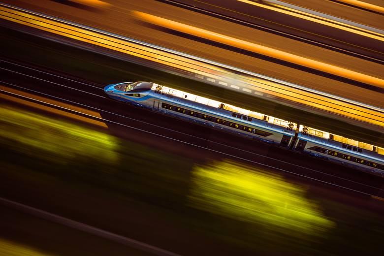 Obostrzenia od 17 października: Zmiana limitu miejsc w PKP Intercity. Sprawdź, jakie jeszcze zmiany czekają na pasażerów pociągów