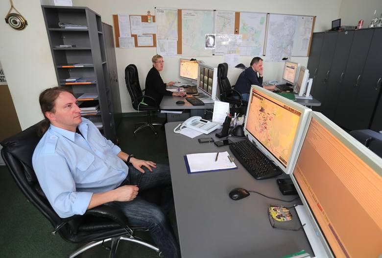 Głowny dyspozytor sprawuje kontrolę nad komunikacją w centrum miasta. Służba trwa 8 godzin.
