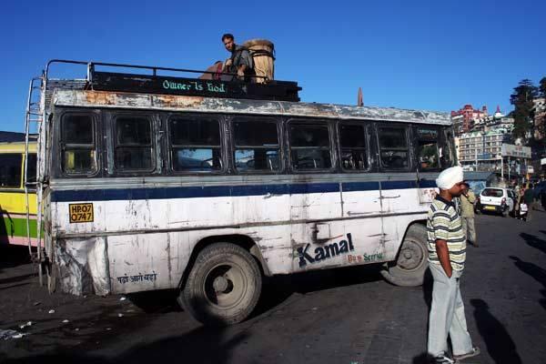 Podróz po Indiach<br /> Dworzec autobusowy w Shimli.