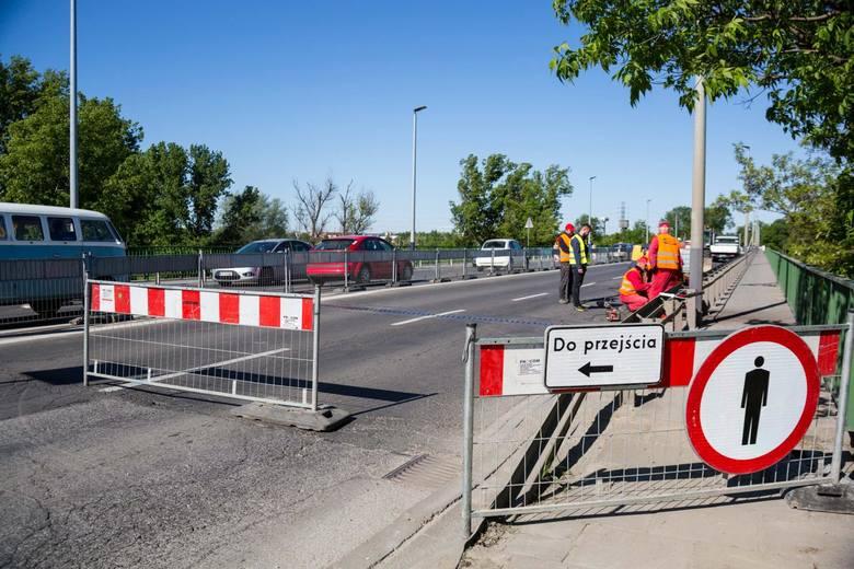 Trwa remont mostu przez rzekę Wisłę w ciągu ulicy Nowohuckiej