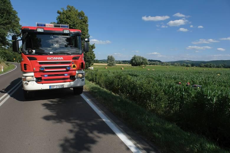 Do wypadku doszło w środę przed Wapowcami w powiecie przemyskim.- Kierujący mazdą, 30-letni mieszkaniec pow. przemyskiego jadąc w kierunku Reczpola,