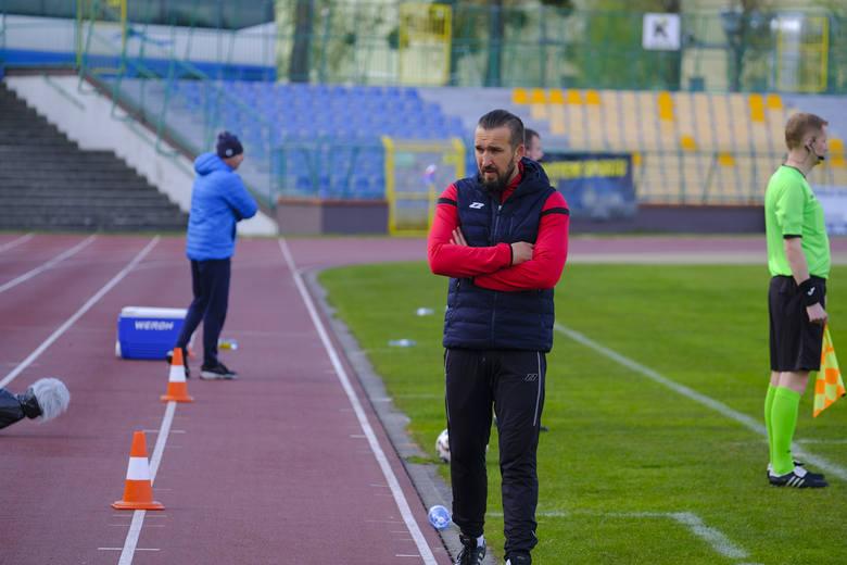 W meczu 26. kolejki grupy spadkowej III ligi Pomorzanin Toruń pokonał Chemika Police 3:2. Spotkanie było bardzo emocjonujące. Zaczęło się źle dla miejscowych,