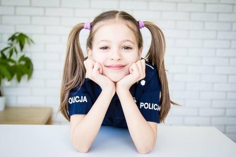 Sisi - pogromczyni nudy, czyli ośmioletnia policjantka z Łodzi została gwiazdą internetu